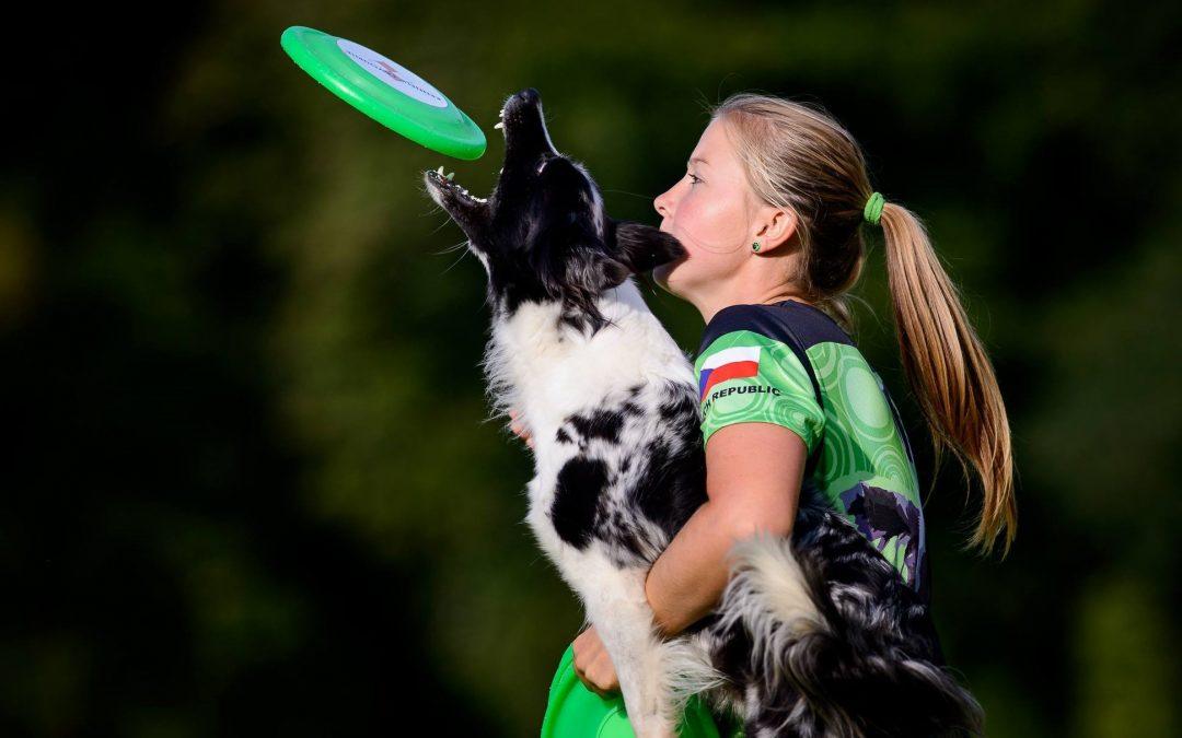Alena Smolíková, špička vdogdancingu a dogfrisbee nejen vČR, vítězka soutěže Kynolog roku, trenérka a rozhodčí