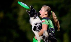 Alena Smolíková se psem, dogfrisbee